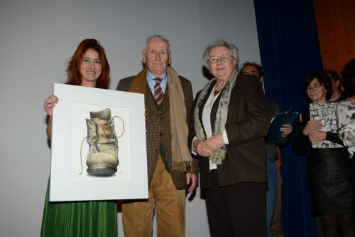 Nicla Diomede consegna il Premio della Giuria ai coniugi Aliprandi