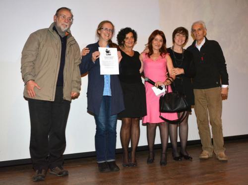 Alessandra Viotale festeggiata dai membri del Comitato del Premio Meroni